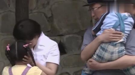 王贵与安娜: 安娜要出差,依依不舍的和孩子们告别坐上公共汽车!