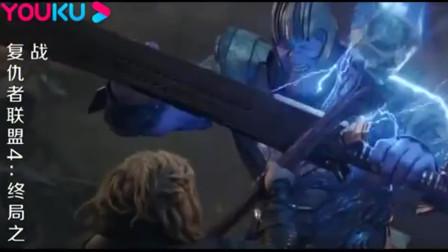 当美队拿起雷神之锤的那一刻,整个电影院都沸腾了
