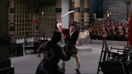 高手凭借一身武功占山为王几十年,姑娘一支发簪射瞎了他的眼