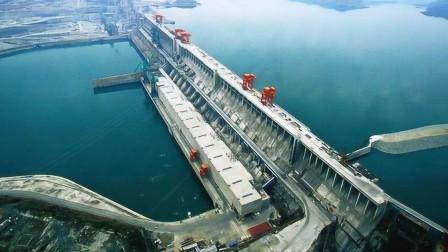 三峡大坝泄洪时,为何要把水排向天空?这就是工程师的独到之处!