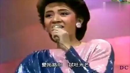 1983年群星大合唱,20岁的梅艳芳压轴,莞尔一笑惊艳很多人!