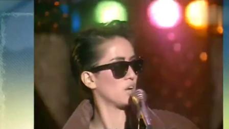 1986年梅艳芳霸气一首,吕方妖娆跳舞疯狂抢镜,把天后都惹笑了