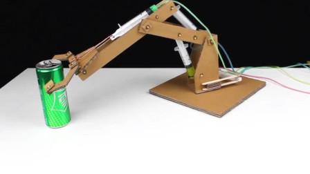 牛人发明:用纸壳制作一个液压机械臂!抓雪碧瓶!非常有趣#手工大师赛#