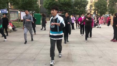 广场鬼步舞必学《奔跑》,老师慢动作一步一步教,边看边学