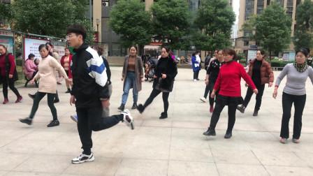 新手必学鬼步舞《花式》,老师标准动作示范,看完轻松学会