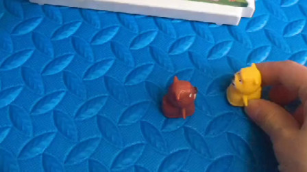 熊大熊二躲牛先生,坐上楼梯爬高高,牛先生太大了上不了楼梯