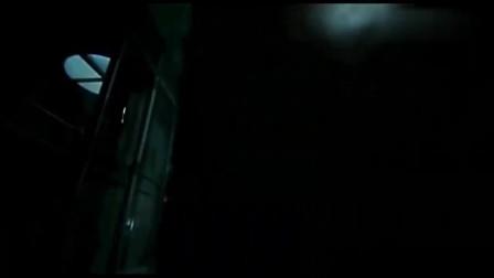 马小玲被吓得惊慌逃跑,却被在锁一个房间,真不是一般的吓人