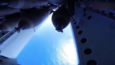 美军B52轰炸机弹舱内部,一起来看看如何投放实弹的!