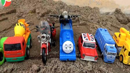 亮亮玩具清洗汽车工程车和火车、轿车,婴幼儿宝宝过家家游戏视频
