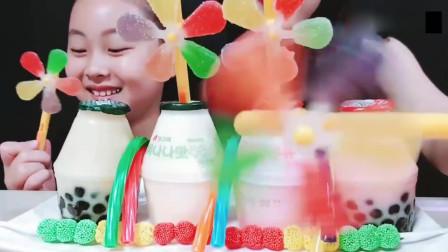 吃货小姐姐:小姐姐吃播果冻串,奶茶果冻,大风车软糖,发出的咀嚼声