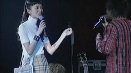 陈奕迅演唱会现场,梅艳芳突然出现!陈奕迅秒变小迷弟