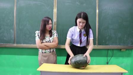 學霸王小九短劇學生想吃西瓜沒有工具沒想女同學直接用頭切太有才了