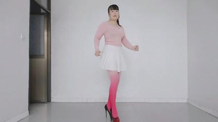 穿这鞋子属实不敢跳舞,只能轻轻地来段走路舞了,希望能够理解