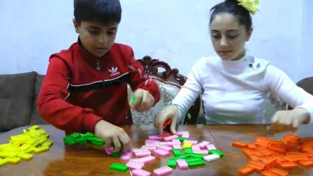 超益智!萌宝小正太跟姐姐用五颜六色的积木做什么呢?趣味玩具故事