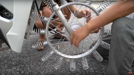 """东北小伙""""爆改""""摩托车,轮胎安装16根弹簧!发动后场面爆笑!"""