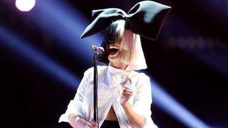 """不愧是澳大利亚专业歌手,她唱歌从来不露脸,凭歌声直接""""封神"""""""