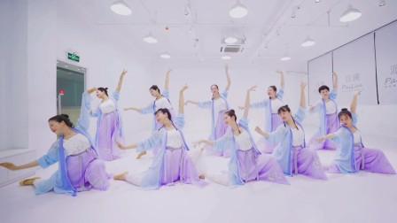 公司年会舞蹈《桥边姑娘》,全网的洗脑神曲,中国风舞感十足