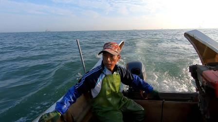 阿雄的新渔网立了大功,靓货轻松搞到几十斤,一趟就赚到几千块钱