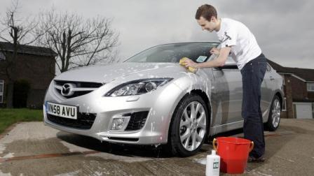 """世界上""""最牛""""洗车工! 洗一次车收费5万! 网友: 洗车比车子都贵!"""