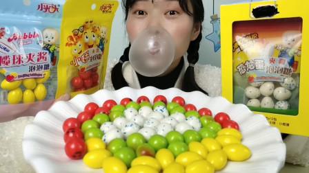 """妹子拆箱吃""""趣味夹心泡泡糖"""",4种造型有点硬,嚼完吹泡泡"""