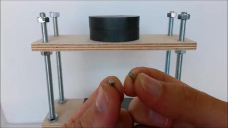 有意思的科技视频,不安分的小磁铁谁能解释