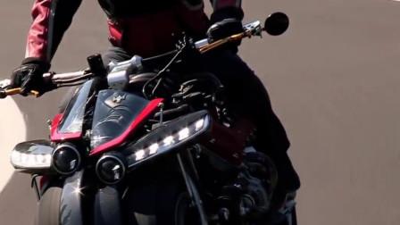 纸壳还能造出摩托车,看样子骑起来很帅,最后还能喷出烟来