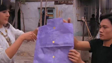 女友学过茅山术 拿件纸衣服一烧有人立马尴尬了!