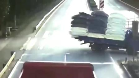 监控实拍:奶奶为了自己活命可恶的一刻,可怜孙子遭货车碾压!