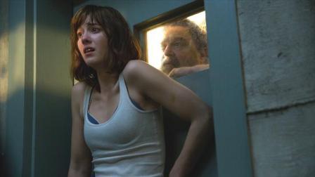 《科洛弗道10号》两难的心灵拷问:外星人和绑匪,你选哪个?