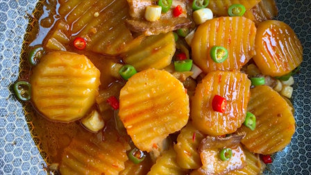 厨师长分享香辣土豆片的做法,香辣入味,比红烧肉还解馋