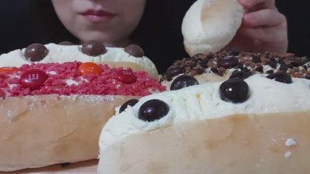 ASMR吃播:小姐姐吃奶油面包,满满的奶油,吃得太香了