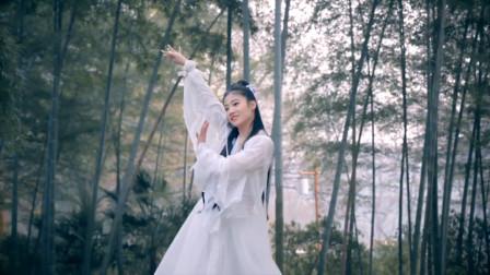 古典舞《青城山下白素贞》,这两个小姐姐故事演绎的不错!