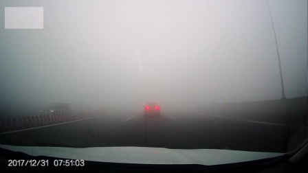 雾天高速行车只有这一个关键点