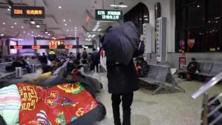 民工带着丈母娘缝的被子打工:代表我们的夫妻