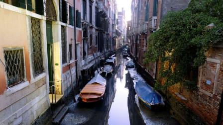 """""""水城""""意大利威尼斯水位大幅下降河道多处干涸"""