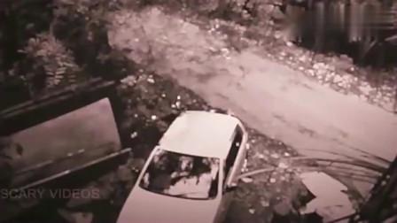 灵异事件:监控下小伙弯腰从车内取东西,感觉后背被鬼推了一把