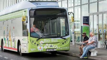 """英国发明""""粪便""""公交车,用粪便制造新能源,一次行驶500公里!"""