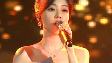 冯提莫这是在韩国出道了?一首《佛系少女》唱得台下粉丝惊叫不停