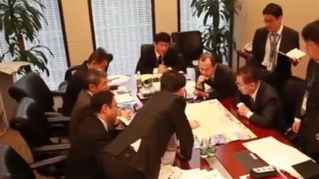 """大佬给高管开会啥样?王健林像个""""大家长"""",曹德旺眼神格外犀利"""