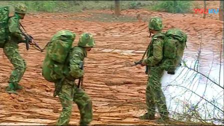 《士兵突击》这战斗片段果然激烈,导演想突出的是特殊的土地!