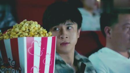 少年时代:薛之谦电影院狂吃爆米花,喝这么大瓶可乐,看蒙李小璐