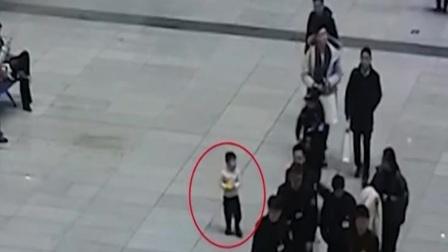 北京 家长粗心大意 男童火车站走失 新闻早报 20200115 高清