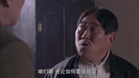 日本人马上就要来了,男子劝说男兵不要跟鬼子打,男兵:啥意思啊
