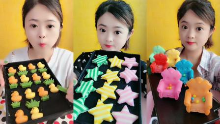 美女试吃小鸭子糖,星星糖和小沙发巧克力,每一个都好精致啊,你喜欢哪个呢?
