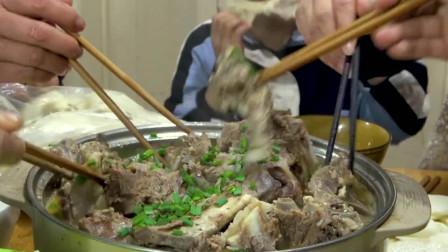 六斤羊蝎子做火锅,还没做好,儿子已经馋的先吃了