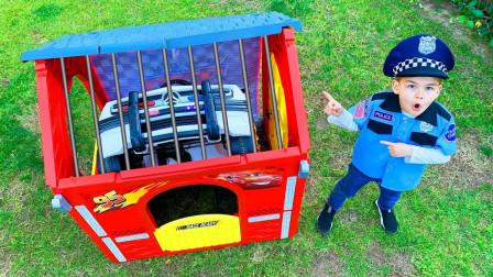 咋回事?萌宝小正太的警车为何被锁在玩具屋里?趣味玩具故事