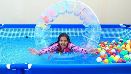超开心!萌宝小萝莉的充气游泳池有哪些玩具呢?趣味玩具故事