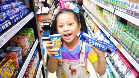 超开心!哥哥带着萌宝小萝莉到超市购买哪些零食?趣味玩具故事