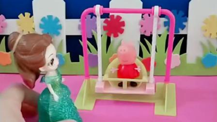 佩奇正在公园荡秋千,贝儿公主看见了,她也想玩,就把佩奇赶走了