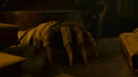 小伙被感染奇怪病毒,每到月圆之夜,身体就会发生变化,恐怖电影